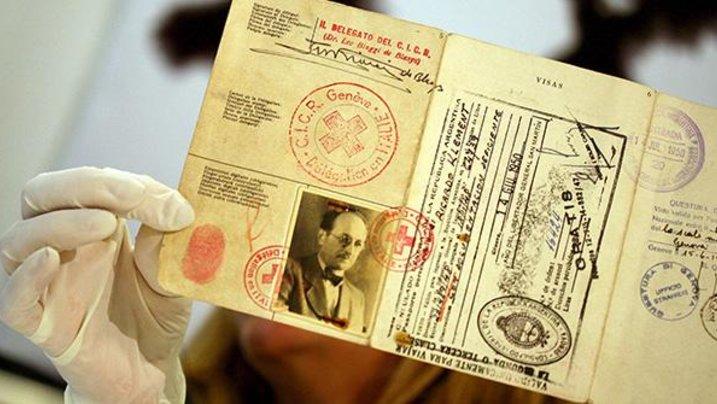 Ein gefälschter Pass von Adolf Eichmann (1906-1962), einem der Hauptorganisatoren des Holocaust, der 1960 vom israelischen Geheimdienst Mossad aus Argentinien entführt und in Israel zum Tode verurteilt und hingerichtet wurde