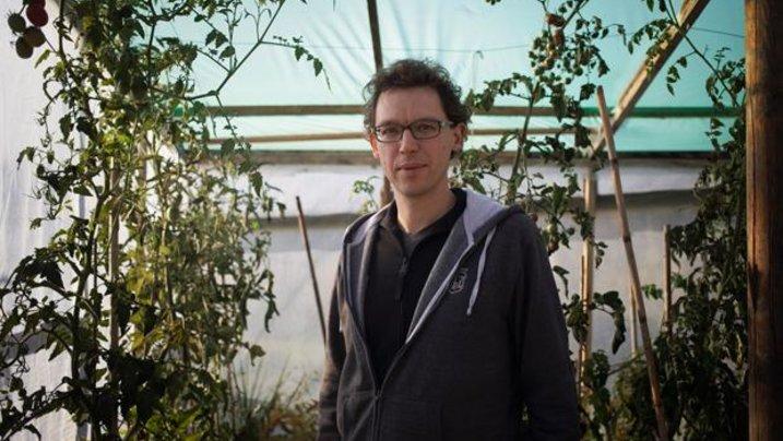 """Mitverwalter des Salatbauanarchismus: Sebastian Schoppnies im """"opflanzt is!"""""""