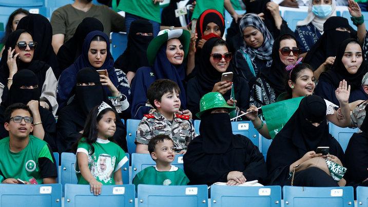 Saudische Frauen im Fußballstadion