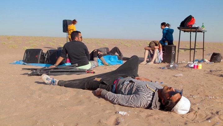 Der iranische House-DJ Arash nach einem Rave in der Wüste