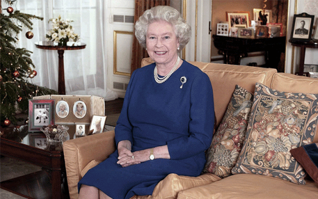 Queen Elisabeth II bei ihrer jährlichen Weihnachtsansprache | © picture-alliance/dpa