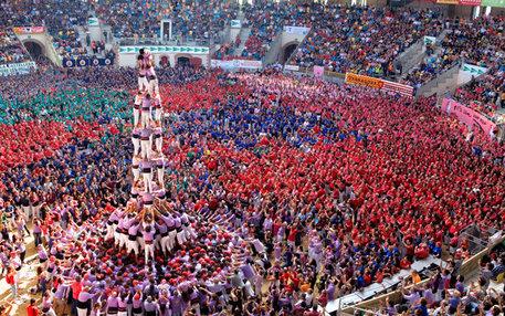 Katalanische Brauchtumspflege: Neben der Sprache gehört dazu auch der Bau der Castells. Die Tradition der Menschentürme reicht bis ins 18. Jahrhundert zurück und stammt aus Tarragona.