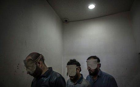 Verhaftete Oppositionelle 2013 in einem Gefängnis in Damaskus – Sie werden beschuldigt, Autobomben gebaut zu haben