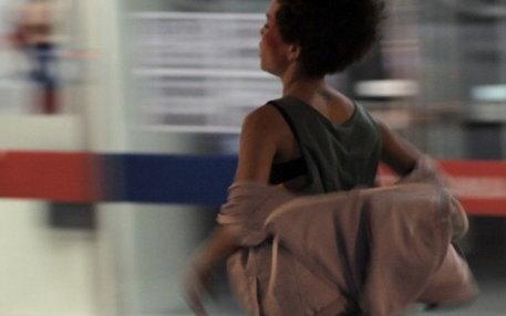"""Szenenbild aus dem Kurzfilm """"#Ya"""", der Widerstandsgeist gegen die Macht des Marktes wecken soll"""