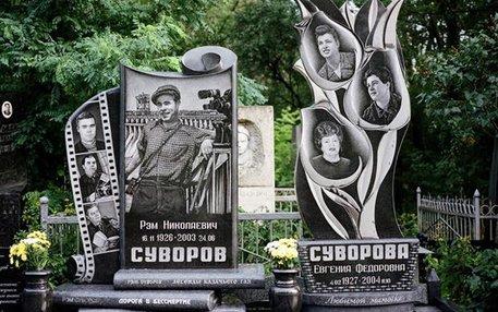 Manchmal treibt die russische Begräbnistradition echt Blüten