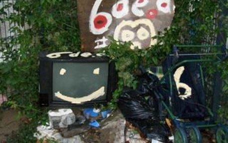 In Kunst eine glatte 6: Streetartist Reiner Brendel malte ganz Berlin mit dieser einen Zahl voll