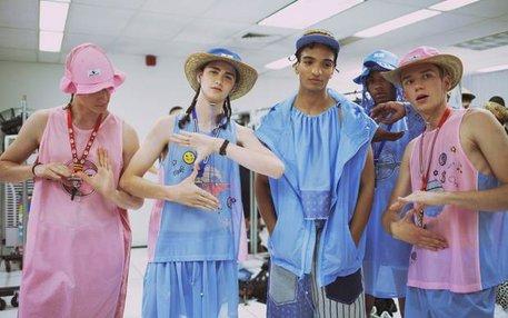 """Backstage bei der """"Gypsy Sport"""" Modenschau für Frühjahr/Sommer 2016"""