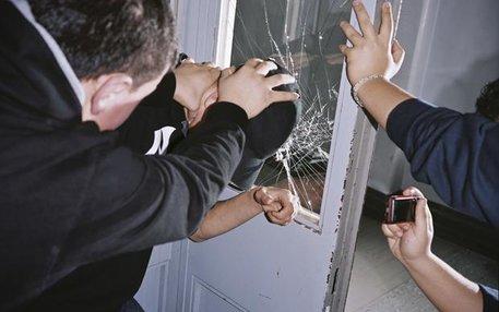 Mehr als nur Pöbelei: Beim Mobbing kommt es nicht selten zu körperlichen Angriffen