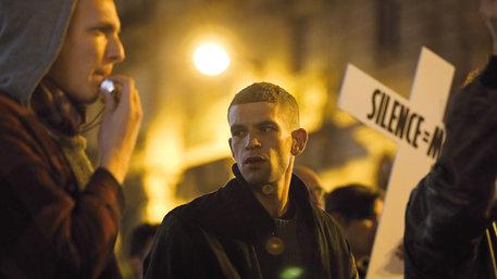 """Szene aus dem Film """"120 Bpm"""": Demo der französischen Aids-Aktivisten Act Up"""
