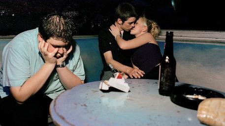 Teenager knutschen in der Disco