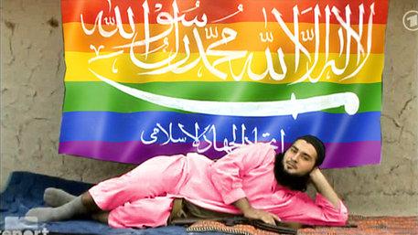 IS-Kämpfer vor Regenbogenflagge