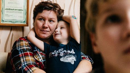 Olga mit ihren Pflegekindern