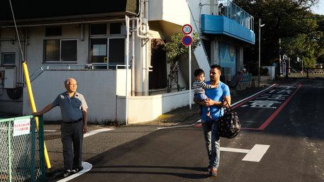 Yakup Baran holt seinen Sohn aus dem Kindergarten ab
