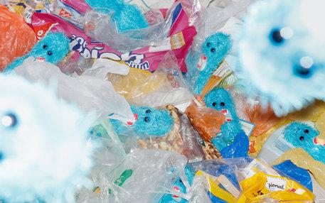 Plüschbakterien in Plastikmüll