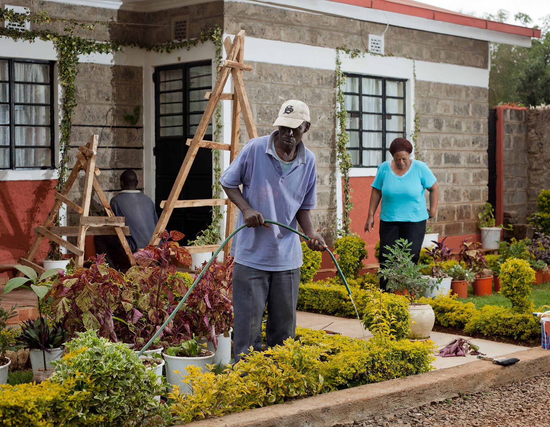 George Evans arbeitet als Wachmann und Gärtner in einer Gated Community.