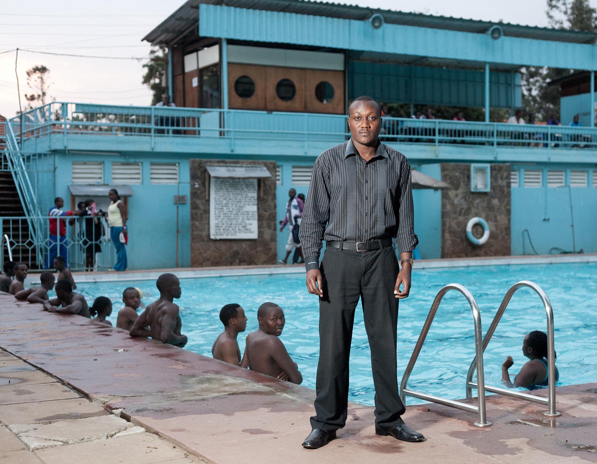 Viny ist im Y.M.C.A für den Swimmingpool zuständig