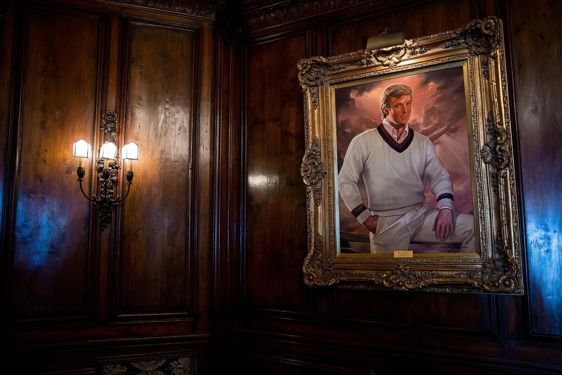 Gemälde von Donald Trump in seinem Anwesen